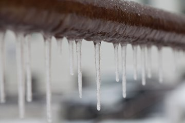 How to Defrost Frozen Pipes
