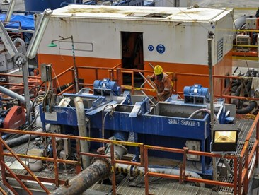 mud reycycling: a shale shaker unit on a worksite is pictured