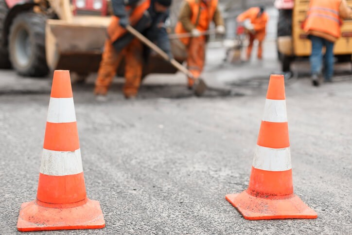 traffic construction and trenchless construction traffic diversion